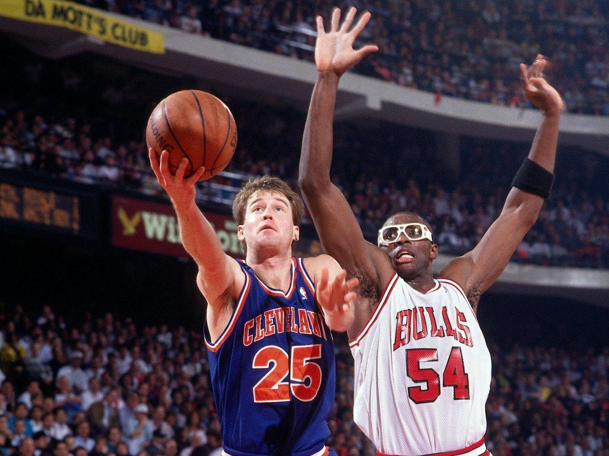 历史上的今天:骑士92-93赛季三项命中率均排名联盟第一