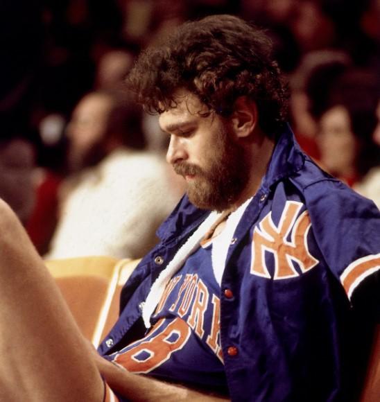 公牛官方晒出菲尔-杰克逊球员时期照片:年轻的禅师