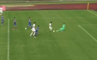 GIF:彭欣力突破造点,主罚点球被李帅扑出