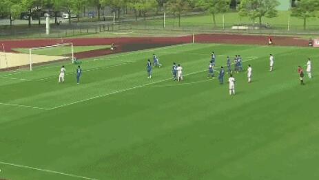 GIF:角度刁钻,金信煜主罚的任意球被李帅飞身扑出