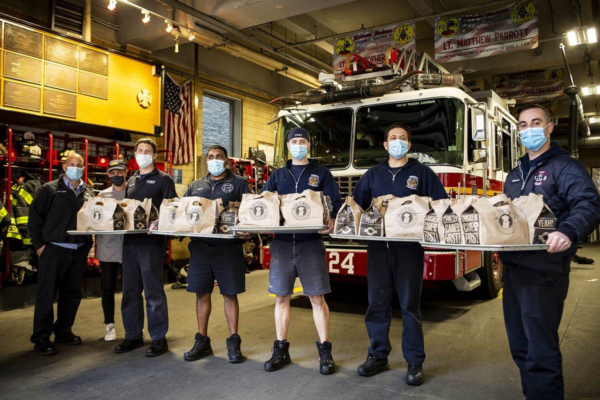 尼克斯携手商业伙伴为纽约65个消防站送去1765份食物