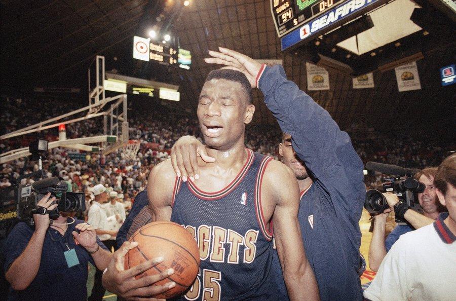 1994年今天,掘金成为NBA季后赛改制后首个黑八的球队