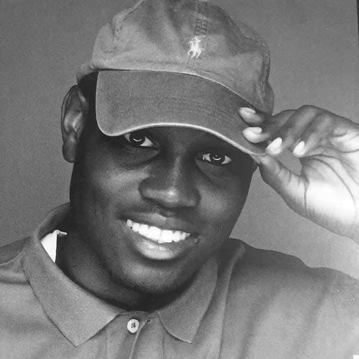 库里转发照片悼念街头被枪杀的黑人:这种事令人作呕