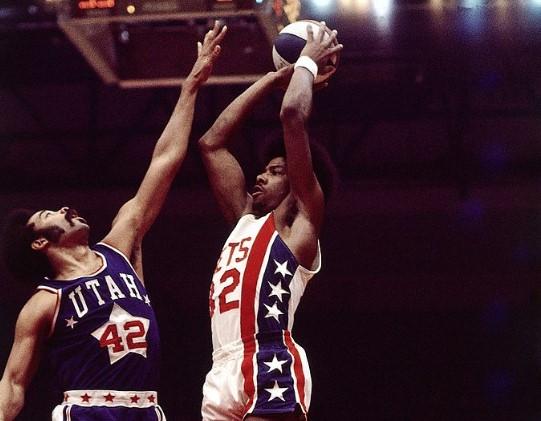 1974年的今天,朱利叶斯-欧文赢得他生涯首个ABA冠军