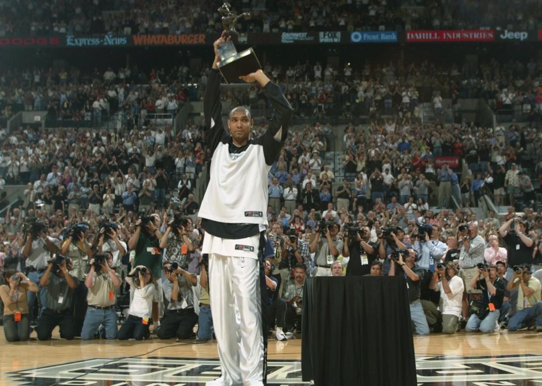 历史上的今天,蒂姆-邓肯得到他的首个MVP