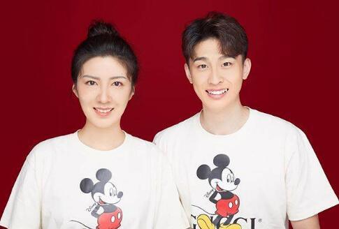 撒花!24岁的北京国安球员巴顿与女友领证