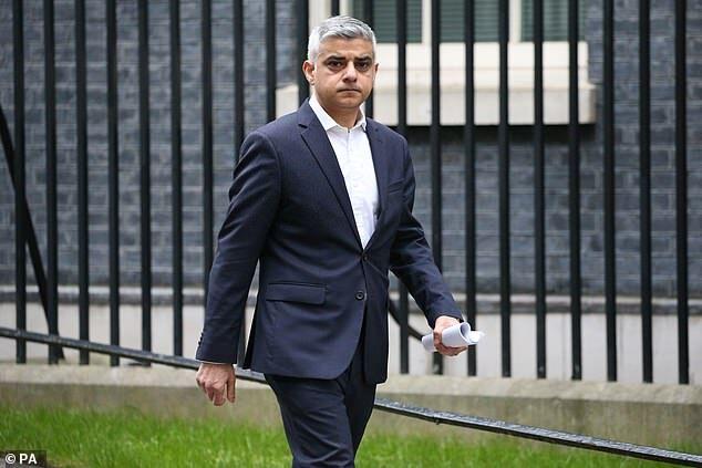 伦敦市长:在当前讨论英超复赛还为时过早