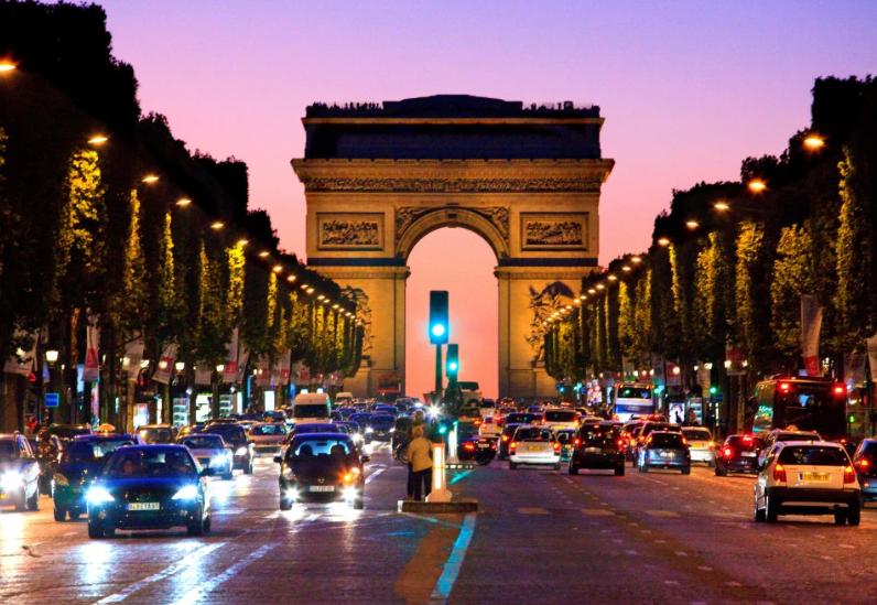 太阳报:英超某球星巴黎开黄色派对,至少和一人发生关系