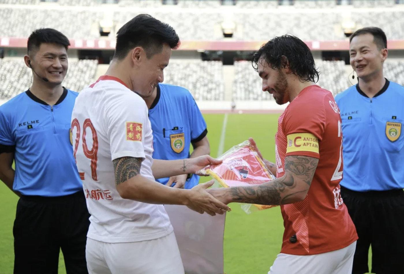 足球报:卡纳瓦罗希望在恒大外援和归化中寻找队长人选