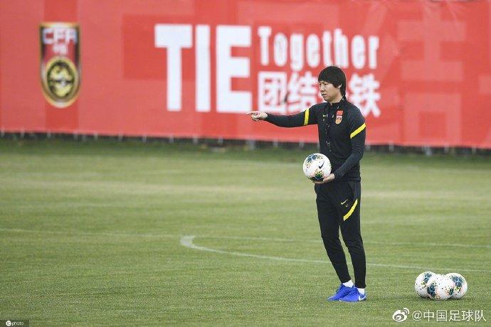 记者:国足热身上港申花意义大,李铁要提高指挥经验