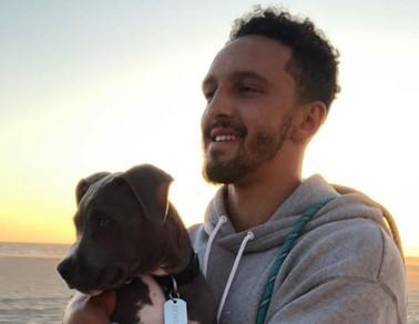 沙梅特晒与爱犬合照:它在黄金时间里的样子不错
