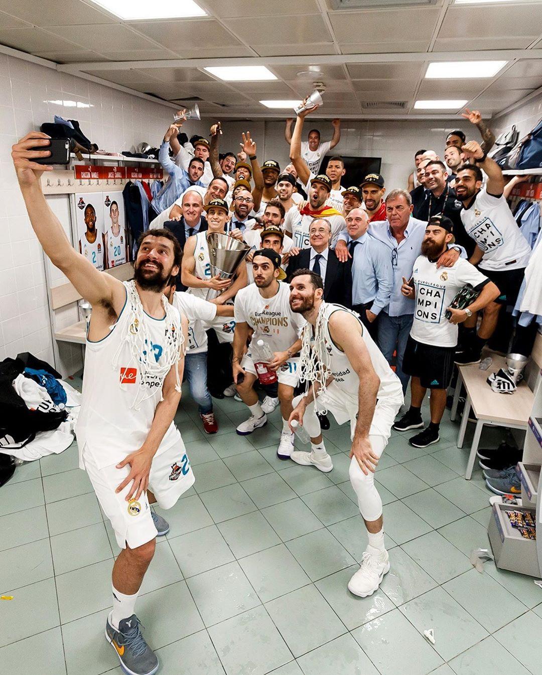 皇马篮球俱笑部晒照祝贺欧锦赛第十冠两周年,东契奇转发