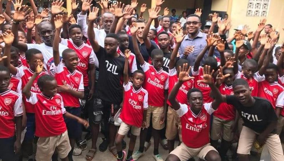 记者:大多加纳球迷愿托马斯踢英超,已有人寄去枪手球衣