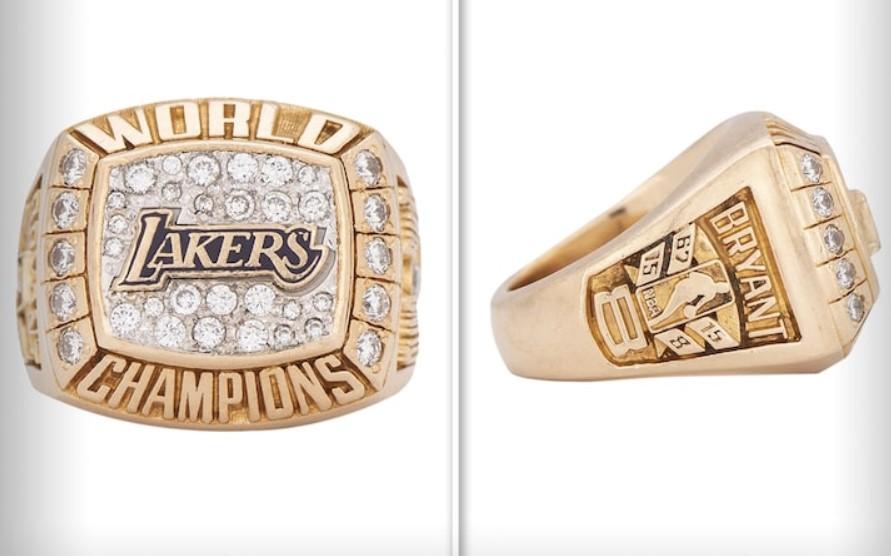 科比此前送给妈妈的礼物戒指今日以20.6万美元被拍卖