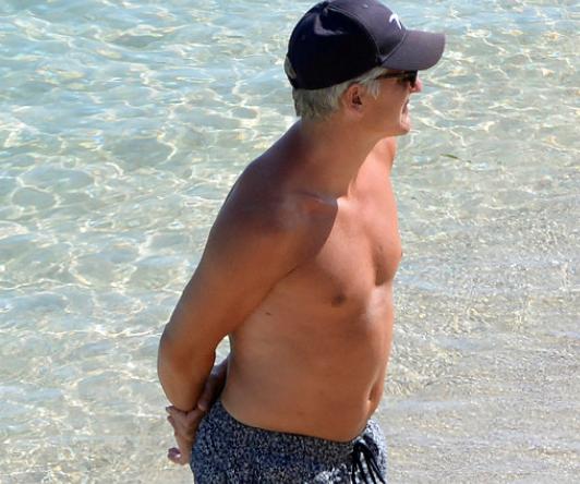 """真""""小猪"""",施魏因斯泰格退役后海边度假身材略发福"""