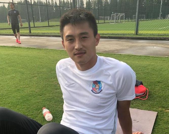记者:朱建荣已身披黄海球衣跟队训练,大概率将加盟