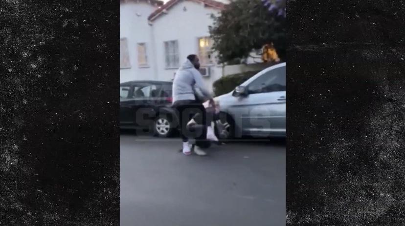 因有人破坏其车窗,JR-史密斯街头追击并殴打肇事者