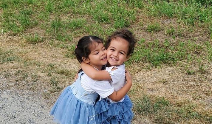 C罗晒两女儿照片:看到她俩,老父亲的爱油然而生