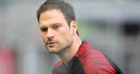 贝戈维奇:只要唐纳鲁马一直努力,他会成为世界最佳门将  足球话题区