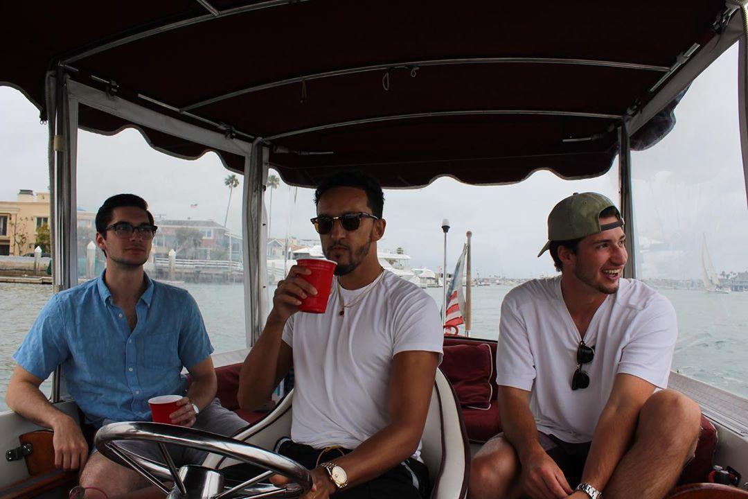 船长风范!沙梅特晒自己驾船出海的照片
