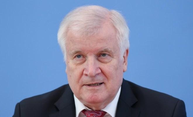 德国内政部长:下赛季球迷就可以回归德甲赛场看球了