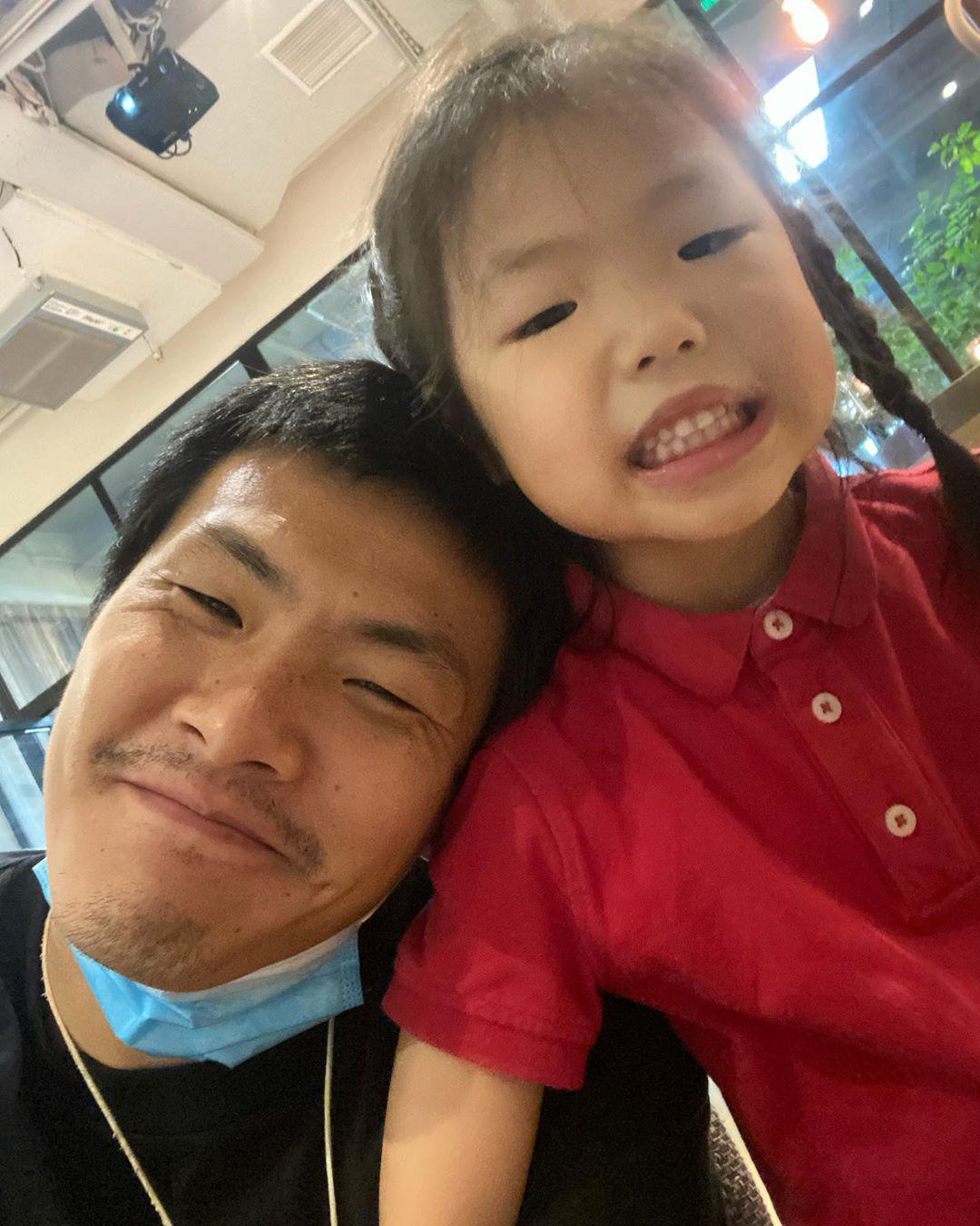 王大雷晒与女儿合影:小丫头长大了,爱你我的小公主
