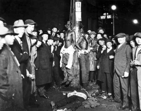 詹姆斯转发黑人100年前遭迫害照片:明白历史才气明白痛苦