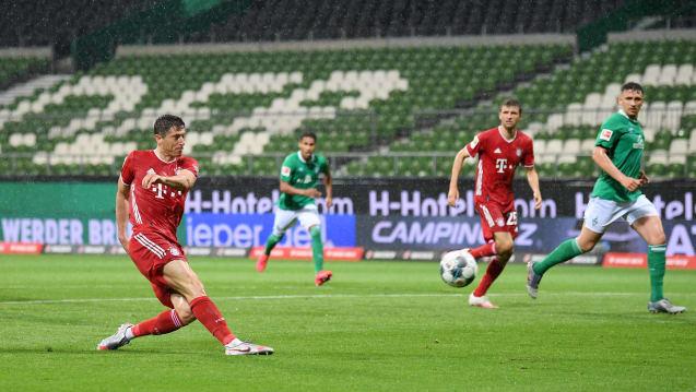 半场:莱万破门基米希中柱,拜仁客场1-0不莱梅