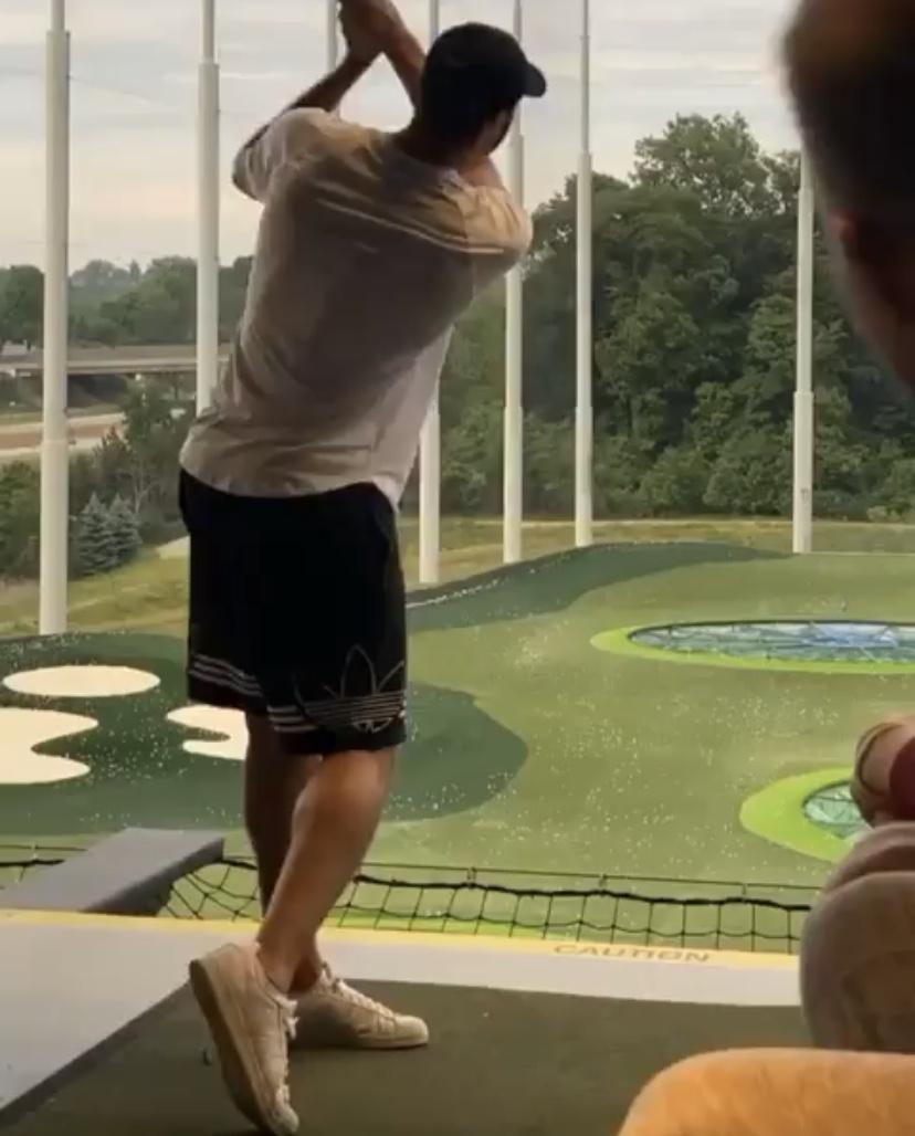 无缘复赛小南斯晒照练习高尔夫,兰德尔评论:我也一样