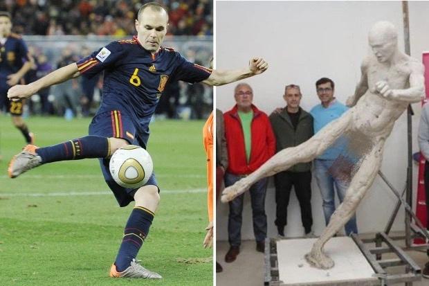 世界杯夺冠10周年!小白家乡为其塑了一座全裸雕像