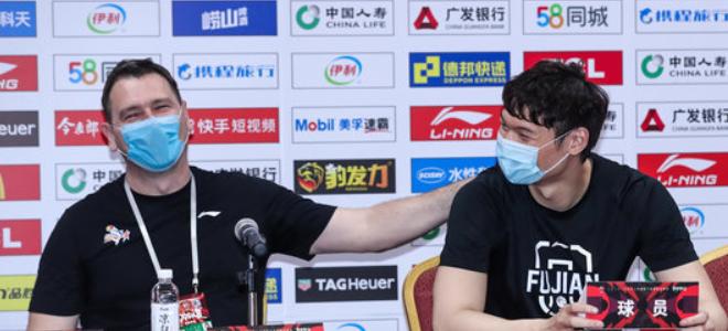 王哲林:空场比赛有好有坏,相信与劳森的磨合会越来越好