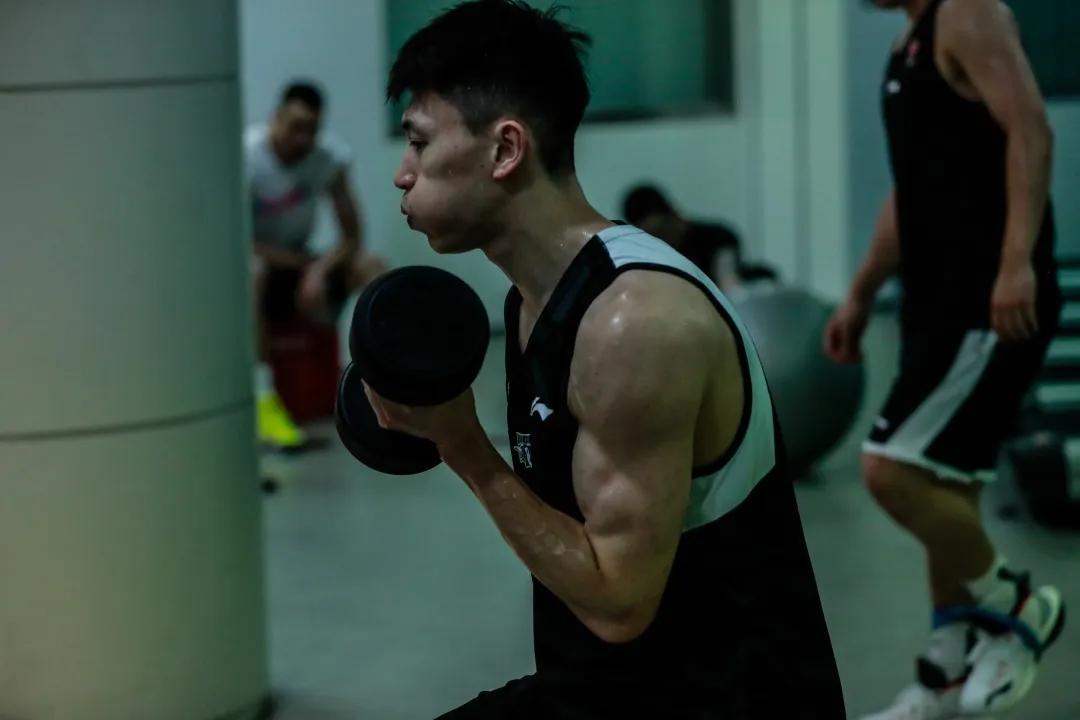 宋翔:刘晓宇因膝盖伤病导致复赛首战伤停