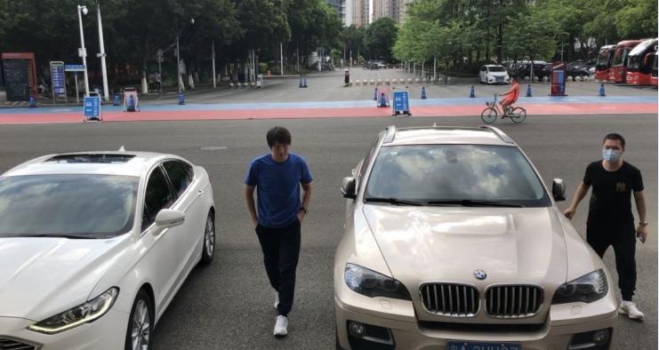 记者:李铁观战恒大深足热身赛并考察小将戴伟浚