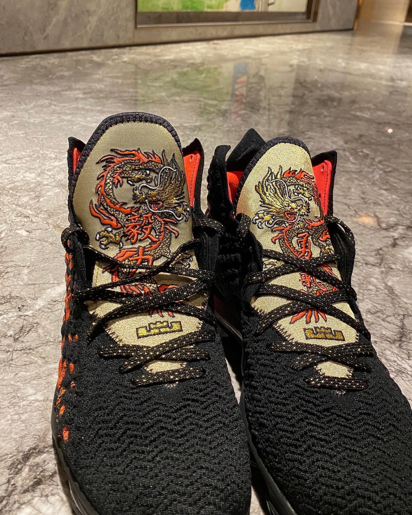 周杰伦晒个人设计的中国风詹17战靴:我要做音乐上的皇帝