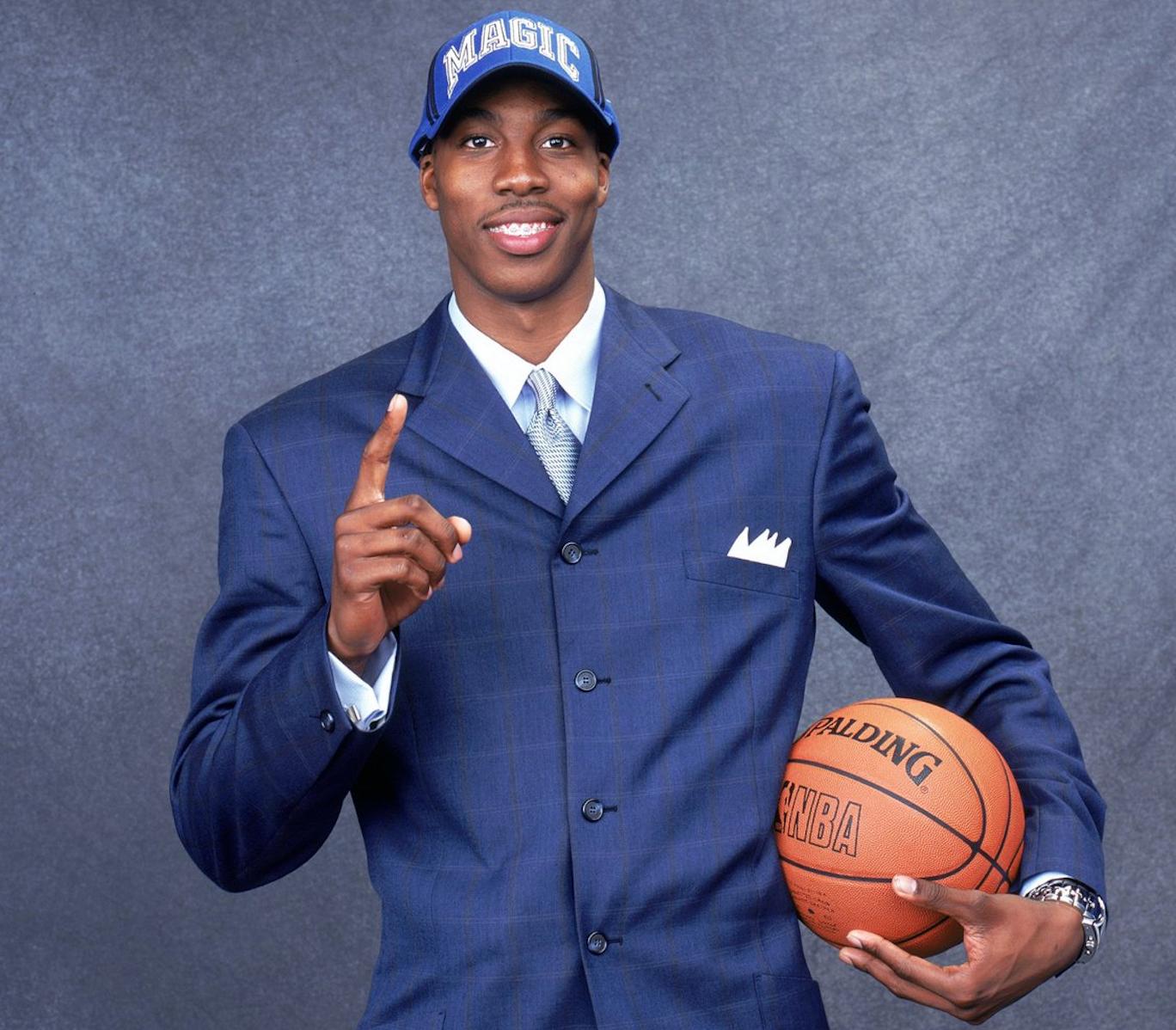 16年前的本日,魔术用状元签选中高中队员德怀特-霍华德