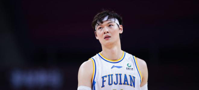 王哲林CBA生涯篮板总数超阿巴斯,上升至历史第26位