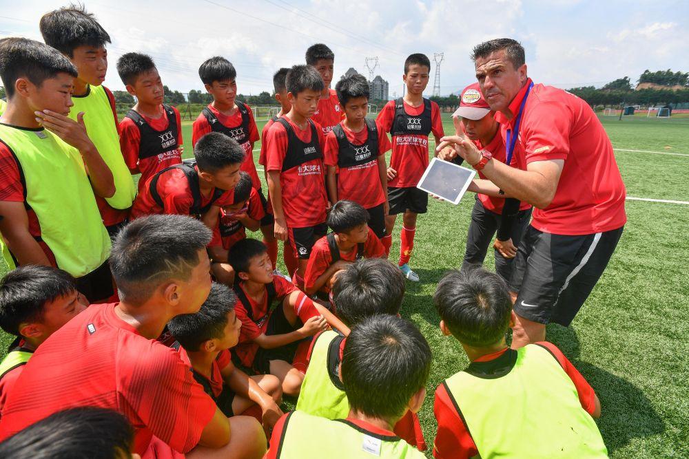 新华社:中国青训分水岭到了,国足成绩2025年后将改变