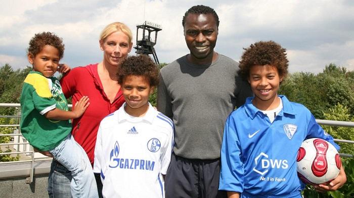 图片报介绍萨内家人:爸爸妈妈哥哥弟弟都是运动员