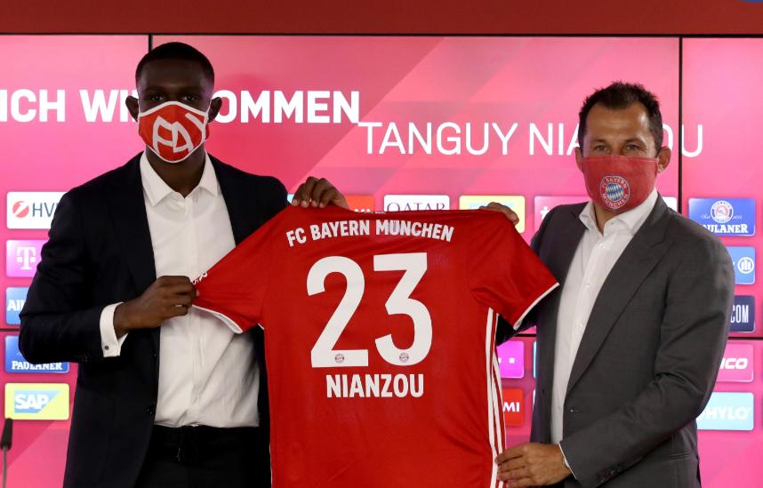 官方:库阿西身穿拜仁23号球衣,上一个主人是比达尔  足球话题区