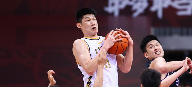 胡金秋抢下21篮板创个人生涯篮板新高