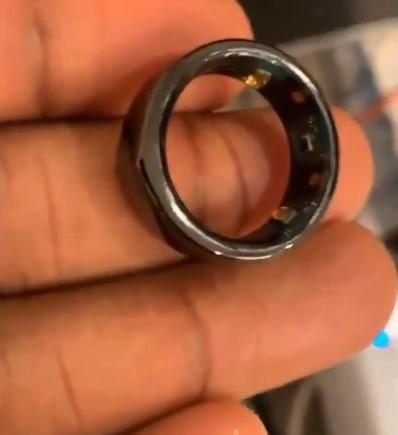 伊巴卡晒NBA为复赛球员发放的智能戒指,能检测体温等数据