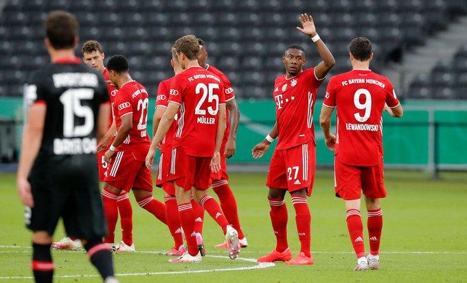 GIF:莱万造犯规,阿拉巴直接任意球破门,拜仁1-0领先