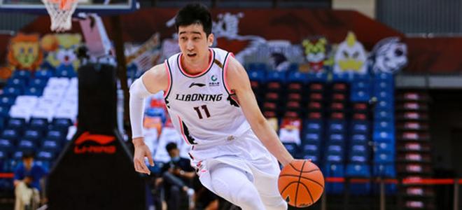 辽媒:刘志轩肋部挫伤正在休养,并未离开青岛