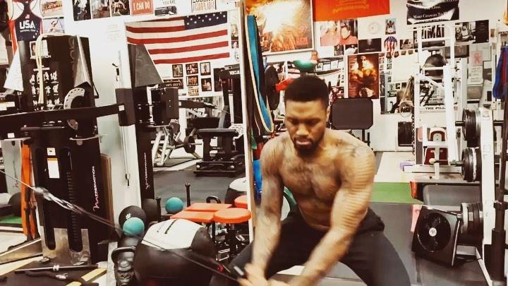 肌肉锻炼,利拉德社交媒体发布自己练习力量的片段