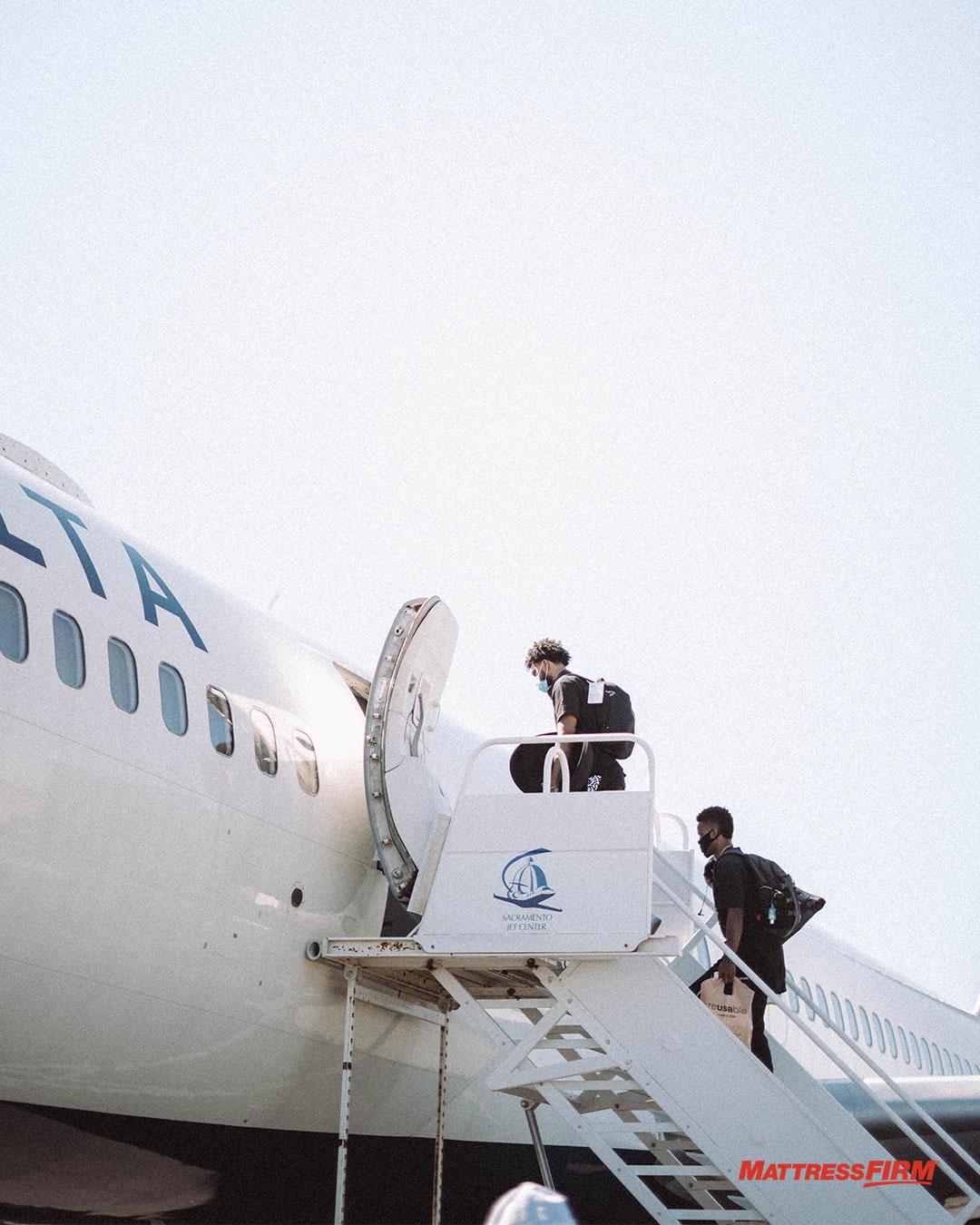 国王官推发布球队登机照:萨克拉门托飞往奥兰多