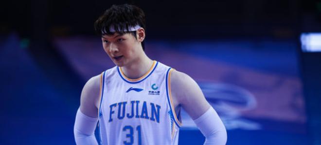 王哲林:大部分球队实力都差不多,排名一直都在变化