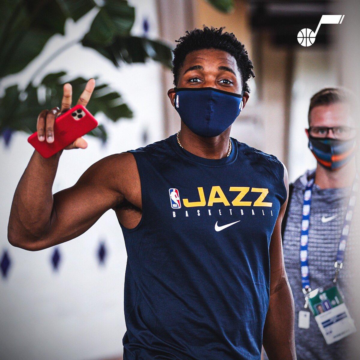 爵士官推发布球员在迪士尼园区内戴口罩图集:戴上口罩!