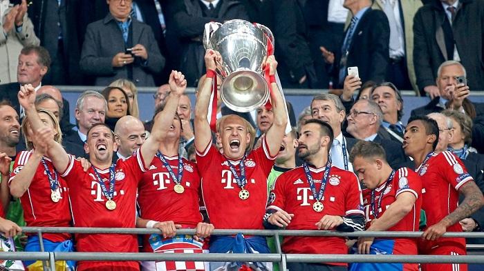 现在的拜仁跟2001年和2013年太像了