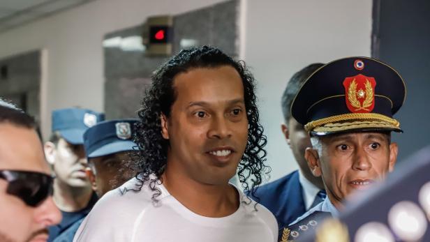 小罗上诉失败,被强制留在巴拉圭时刻长达6个月