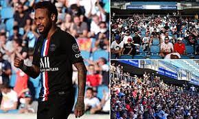 多图流:5000人入场观看巴黎友谊赛,未严格保持社交距离  足球话题区